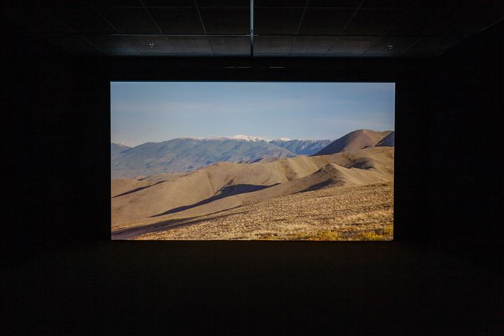 Mika Rottenberg, Spaghetti Blockchain (2019). Single-channel video installation, sound, colour.  Approx. 18 min. Dimensions variable. Exhibition view: The Seventh Continent, 16th Istanbul Biennial, Istanbul (14 September–10 November 2019). © Mika Rottenberg. Courtesy the artist and Hauser & Wirth.