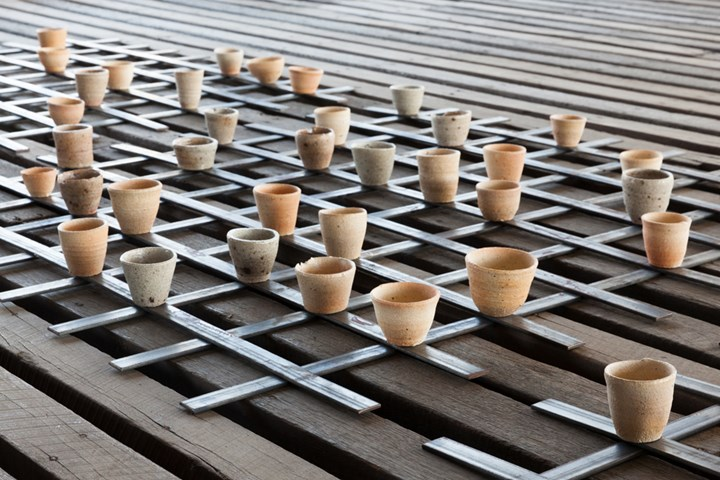 Yasmin Smith, Drowned River Valley (2018) (Detail). Ceramic installation. Dimensions variable. Exhibition view: SUPERPOSITION: Equilibrium & Engagement, 21st Biennale of Sydney, Cockatoo Island (16 March–11 June 2018). Commissioned by the Biennale of Sydney with assistance from Neil and Karina Hobbs; Merran Morrison; and the Australia Council for the Arts. Courtesy the artist and The Commercial, Sydney. Photo: silversalt photography.