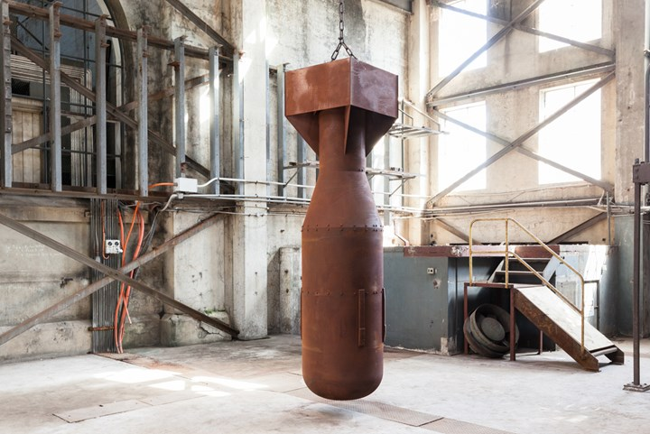 Yukinori Yanagi, Absolute Dud (2016). Iron. 75 (diameter) x 312 cm (length). Exhibition view: SUPERPOSITION: Equilibrium & Engagement, 21st Biennale of Sydney, Cockatoo Island (16 March–11 June 2018). Presentation at the 21st Biennale of Sydney was made possible with generous support from Anonymous and assistance from the Japan Foundation; the Australia-Japan Foundation of the Department of Foreign Affairs and Trade; and Panasonic. Courtesy the artist. Photo: silversalt photography.