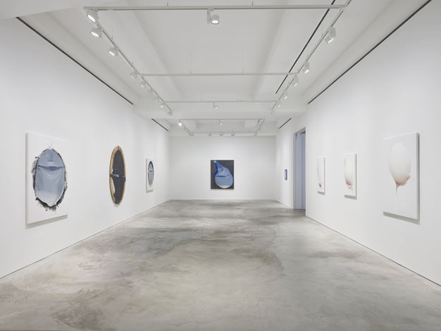 Exhibition view: Takesada Matsutani, Hauser & Wirth, Hong Kong (29 October 2020–11 February 2021). © Takesada Matsutani. Courtesy the artist and Hauser & Wirth. Photo: Kitmin Lee.