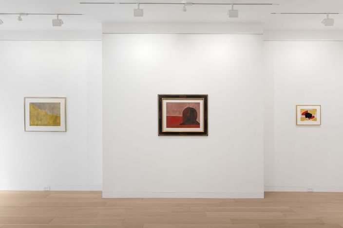 Exhibition view: Serge Poliakoff,Gouaches 1938–1969,Cheim & Read, New York (20 May–25 September 2021). Courtesy Cheim & Read. © 2021 Serge Poliakoff / Artists Rights Society (ARS), New York / ADAGP, Paris. Photo: Alex Yudzon.