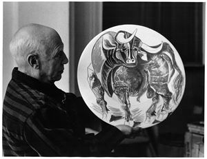 Picasso et céramique (taureau) [Picasso and ceramic (taurus)] by David Douglas Duncan contemporary artwork