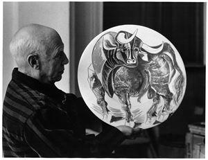 Picasso et céramique (taureau) [Picasso and ceramic (taurus)] by David Douglas Duncan contemporary artwork