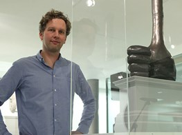 Date announced for David Shrigley's thumbs-up sculpture in Trafalgar Square