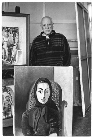 Pablo Picasso avec le portrait de Jacqueline à l'écharpe noire (1954) [Pablo Picasso with the portrait Jacqueline à l'écharpe noire (1954)] by David Douglas Duncan contemporary artwork