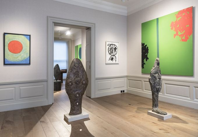 Exhibition view: William Turnbull, New Worlds, Words, Signs, Offer Waterman, London (29 September–3 November 2017). Courtesy Offer Waterman.