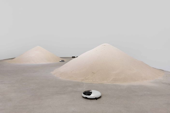 Exhibition view: Mak Ying Tung 2, Mr. Fool Wants to Move the Mountains, de Sarthe Gallery, Beijing (19 May–22 July 2018). Courtesy de Sarthe Gallery.