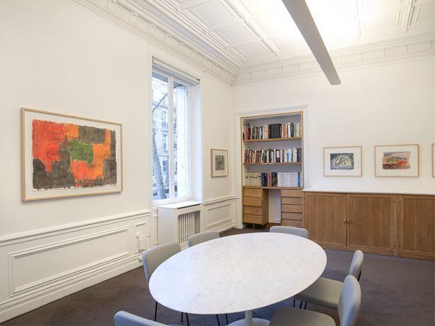 Exhibition view: Günther Förg, « Standomi un giorno solo a la fenestra… », Galerie Lelong & Co., 13 Rue de Téhéran, Paris (23 January–7 March 2020). Courtesy Galerie Lelong & Co. Paris.
