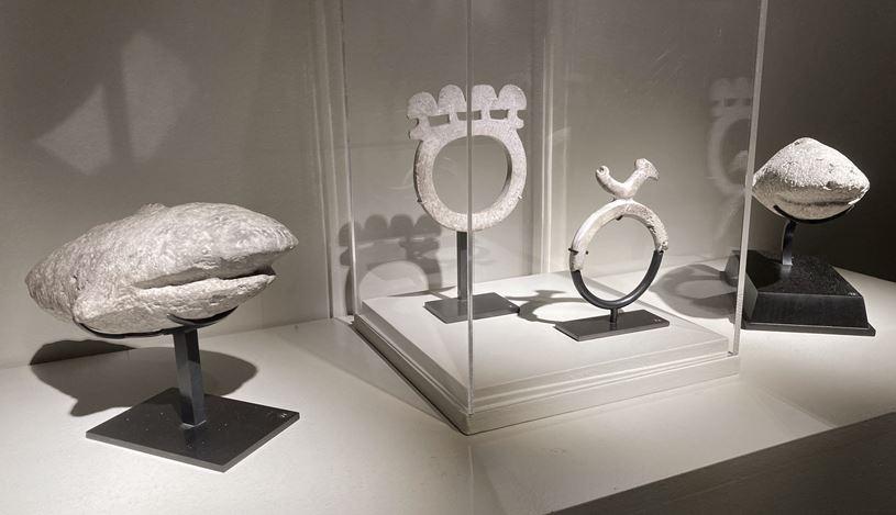 Exhibition view: Group exhibition, Solomons, Santa Cruz and Bismarck Archipelagos, Galerie Meyer–Oceanic & Eskimo Art, Paris (17 February–27 March 2021). CourtesyGalerie Meyer.