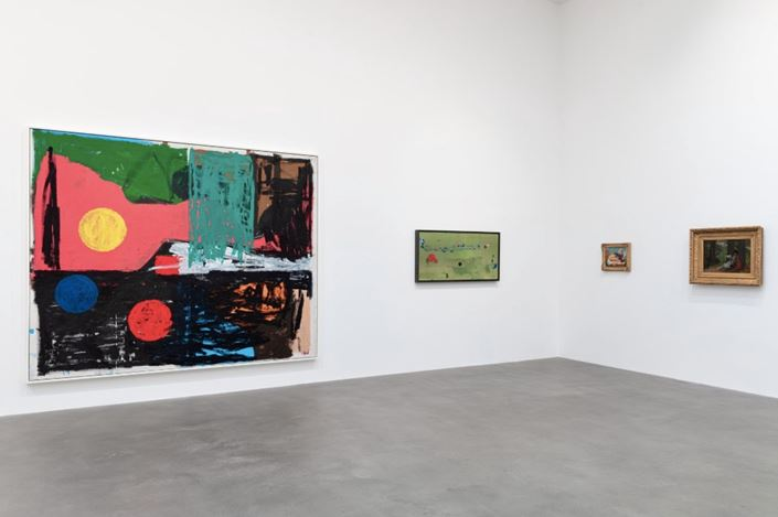 Exhibition view: Group Exhibition, American Pastoral, Gagosian, Britannia Street, London (23 January–14 March 2020). Artwork, left to right: © Joe Bradley, © 2020 Helen Frankenthaler Foundation Inc./Artists Rights Society (ARS), New York, © John Currin, © Winslow Homer. Courtesy Gagosian. Photo: Lucy Dawkins.