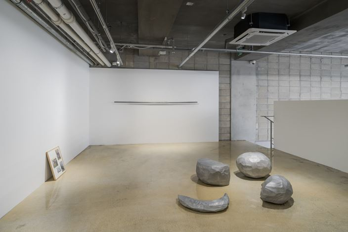 Exhibition view: Chung Seoyoung,Knocking Air, Barakat Contemporary, Seoul (12 May–5 July, 2020). Courtesy Barakat Contemporary.