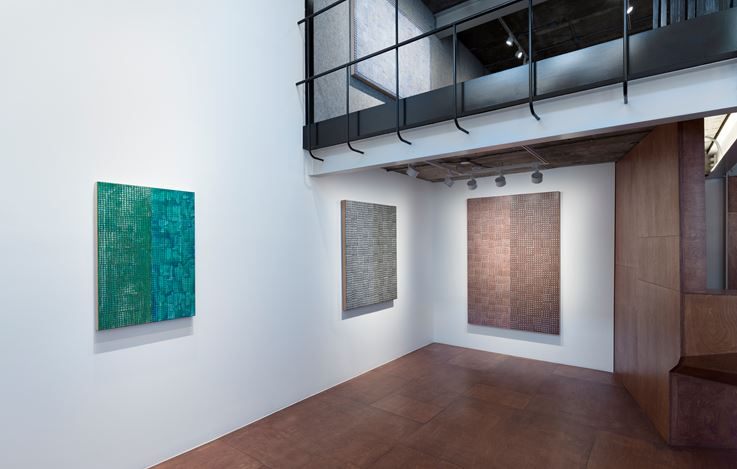 Exhibition view: McArthur Binion, Hand:Work:II, Lehmann Maupin, Seoul (24 May–13 July 2019). Courtesy the artist and Lehmann Maupin, New York, Hong Kong, and Seoul.