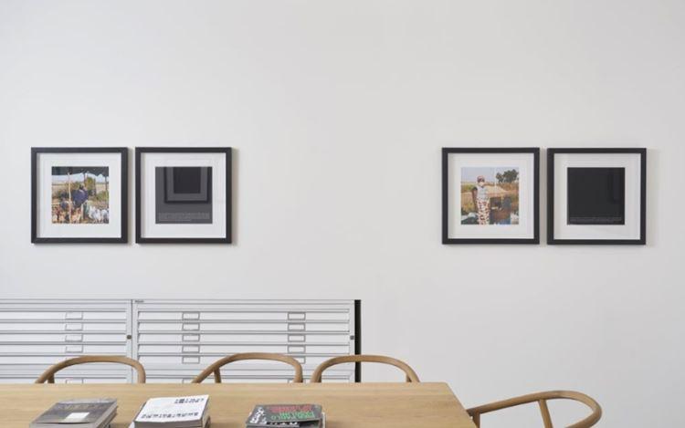 Exhibition view:Jabulani Dhlamini, the everyday waiting, Goodman Gallery, London (9 July–11 September 2020). Courtesy Goodman Gallery.