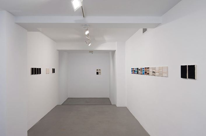 Exhibition view: Joël Andrianomearisoa, Les saisons de mon coeur, Sabrina Armani Gallery, Madrid (14 September–25 November 2017). Courtesy Sabrina Armani Gallery.