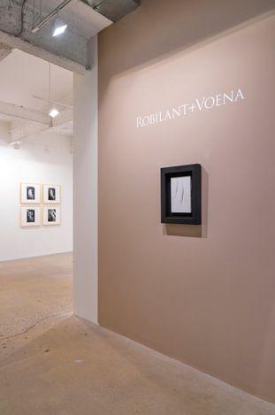 Exhibition view: Lucio Fontana, Robilant + Voena, New York (9 September–23 October 2021). Courtesy Robilant + Voena.