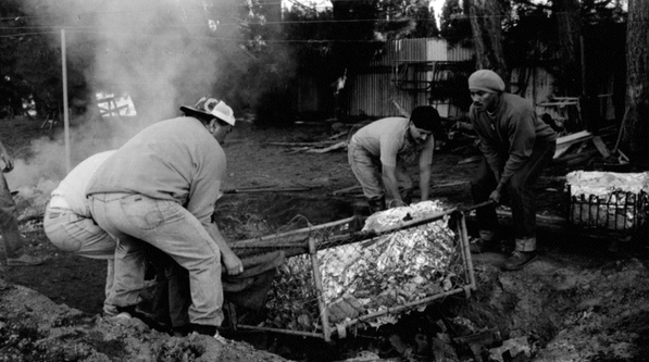 Gil Hanly, Bringing up the Hangi at Omaka Marae, Blenheim 1992. Courtesy Starkwhite, Auckland.