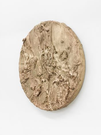Jason Martin, Tondo (2018).Exhibition view: Jason Martin,Vertigo,Buchmann Galerie, Berlin (28 September–3 November 2018). Courtesy Buchmann Galerie.