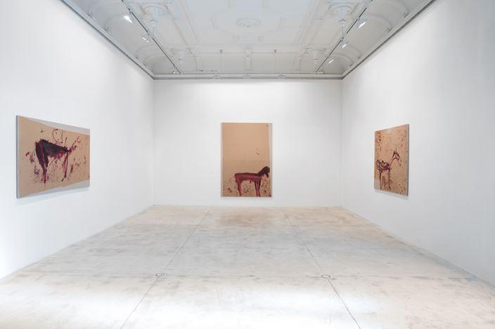Exhibition view: Martha Jungwirth, NICHT IM DONIZETTI-SALON, Galerie Krinzinger, Vienna (24 January–14 February 2020). Courtesy Galerie Krinzinger.
