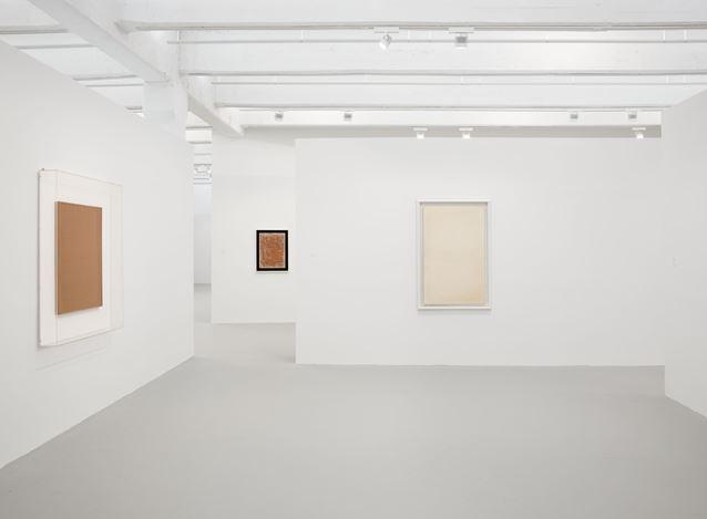 Exhibition view: Piero Manzoni, Materials of his Time, Hauser & Wirth, 22nd Street, New York (25 April–26 July 2019).© Fondazione Piero Manzoni, Milan. Courtesy the artist and Hauser & Wirth. Photo: Thomas Barratt.