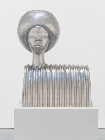 Simone Leigh, Sphinx (2021). Bronze, platinum leaf. 121.9 x 96.5 x 61 cm.© Simone Leigh. Courtesy Hauser & Wirth. Photo: Thomas Barratt.