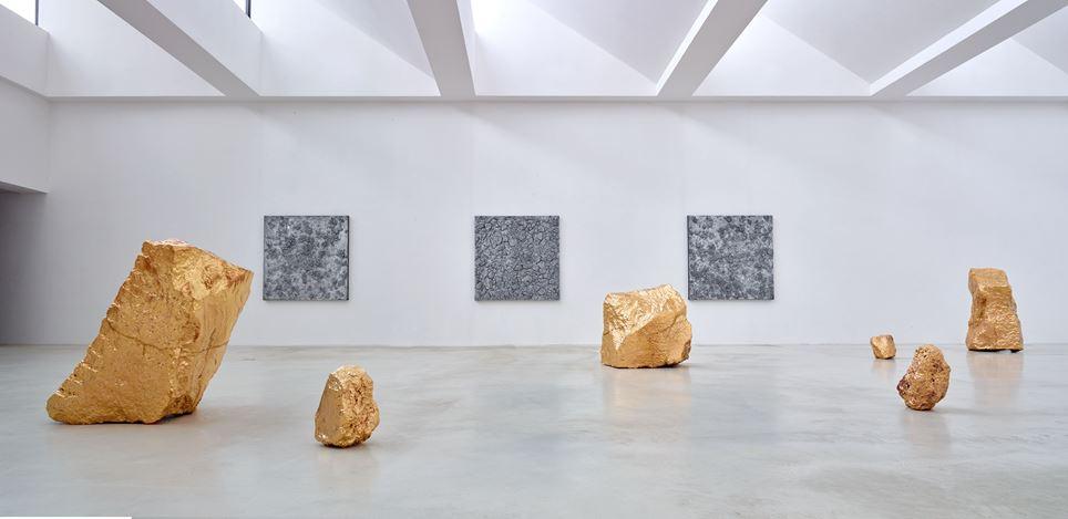 Exhibition view: Bosco Sodi,Yügen II, Axel Vervoordt Gallery, Antwerp (22 September–17 October 2020). Courtesy Axel Vervoordt Gallery.