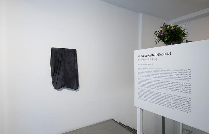 Exhibition view: Alexandra Karakashian, A rhythm for falling, Sabrina Amrani Gallery, Madera 23, Madrid (17 April–27 July 2019). Courtesy Sabrina Amrani Gallery.