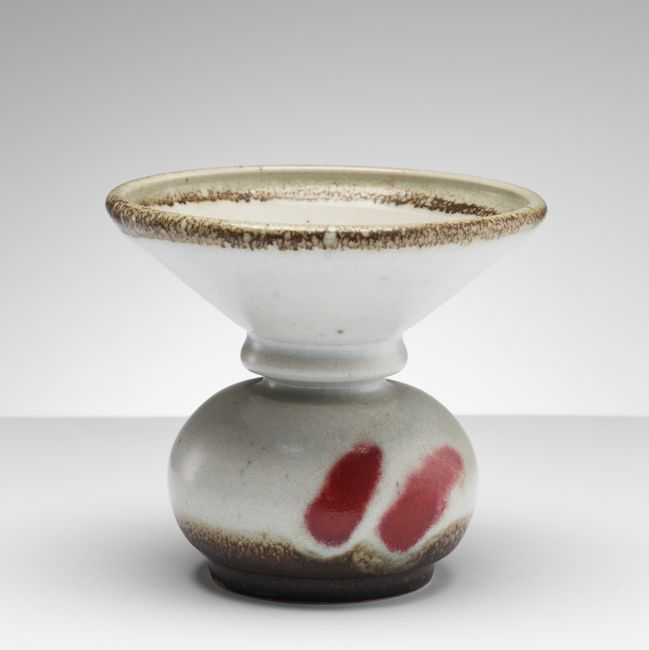 Collar vase by Heidi Kippenberg contemporary artwork