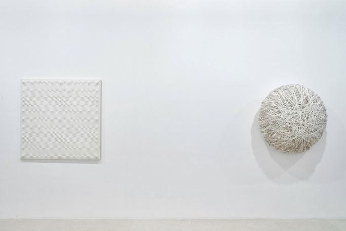 Exhibition view: Group Exhibition,Blanc sur Blanc, Gagosian, Paris (16 January–7 March 2020). Artwork, left to right: © Enrico Castellani/ADAGP, Paris, 2020; © Atelier Sheila Hicks. Courtesy Gagosian. Photo: Thomas Lannes.