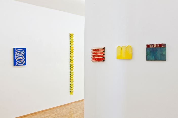 Exhibition view: Claudia Terstappen, Loops, towers, ribbons, straps, Susan Boutwell Gallery, Munich (27 October–28 November 2020). Courtesy Susan Boutwell Gallery.