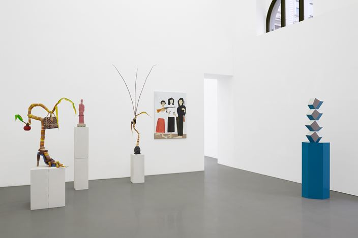 Exhibition view: SEÑORA!, Curated by Kris Lemsalu and Sarah Lucas, Galerie Meyer Kainer (8 September–24 October 2020). Courtesy Galerie Meyer Kainer.