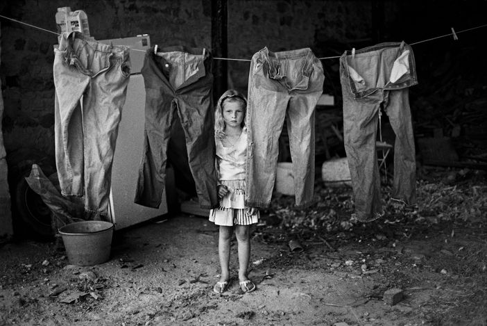 Stephan Vanfleteren, Isigny-sur-Mer, France (1989). Archival pigment print. 26.5 x 40 cm.© Estate of Vivian Maier. Courtesy Maloof Collection and Howard Greenberg Gallery, New York.© Stephan Vanfleteren. Courtesy Gallery FIFTY ONE.