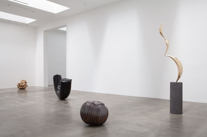 Exhibition view: Alma Allen, Blum & Poe, Los Angeles (20 July–17 August 2019). © Alma Allen. Courtesy the artist and Blum & Poe, Los Angeles/New York/Tokyo.