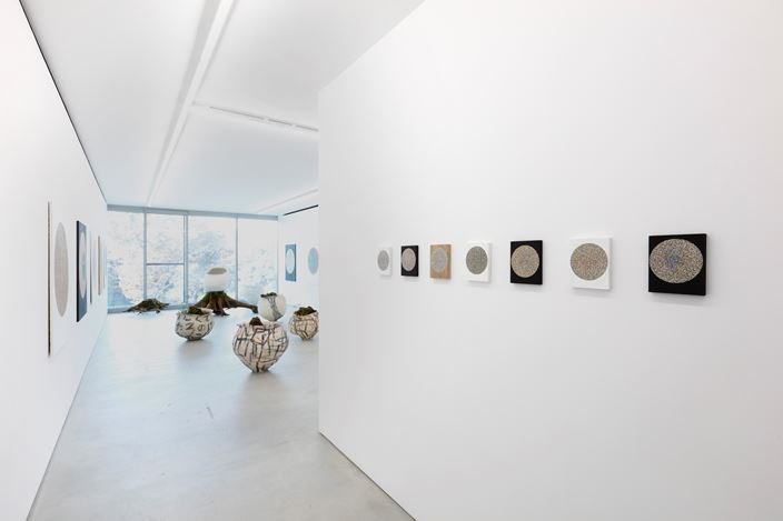 Exhibition view: Group Exhibition, Kazunori Hamana, ooido syoujou, Blum & Poe, Tokyo (21 November 2020–16 January 2021). © Kazunori Hamana. ooido syoujou. Courtesy the artists and Blum & Poe, Los Angeles/New York/Tokyo. Photo: Kioku Keizo.