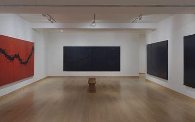 Exhibition view:Fabienne Verdier, Rhythms and Reflections, Waddington Custot, London (25 November–11 February 2017). Courtesy Waddington Custot, London.