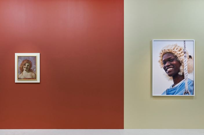 Exhibition view: Group Exhibition,Bustes de Femmes, Paris 10th Anniversary Exhibition, Gagosian, Paris (10 October–19 December 2020). ©John Currin. © Roe Ethridge. Courtesy Gagosian. Photo: Thomas Lannes.