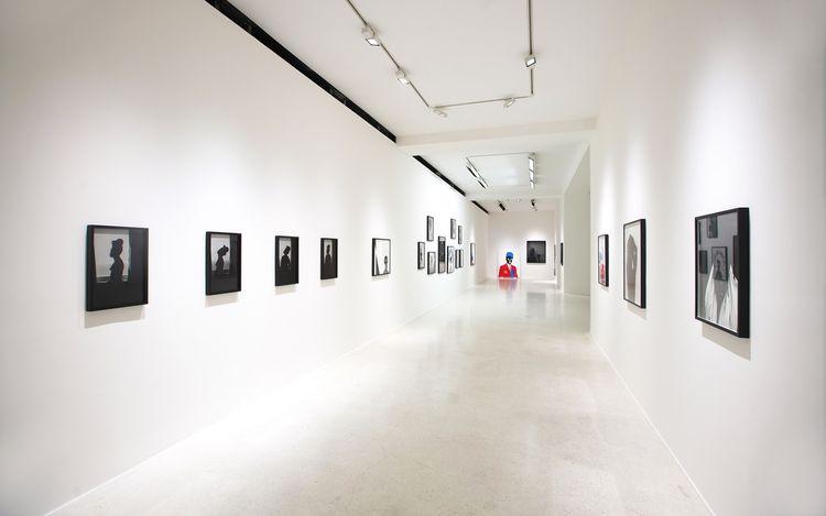 Exhibition view: Zanele Muholi, Somnyama Ngonyama, Hail the Dark Lioness,Pearl Lam Galleries, Hong Kong (18 May–15 August 2021). Courtesy Pearl Lam Galleries.