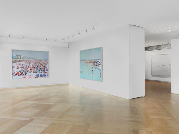 Exhibition view: Massimo Vitali, Short Stories,Mazzoleni, London (12 April–24 May 2019). Courtesy Mazzoleni.