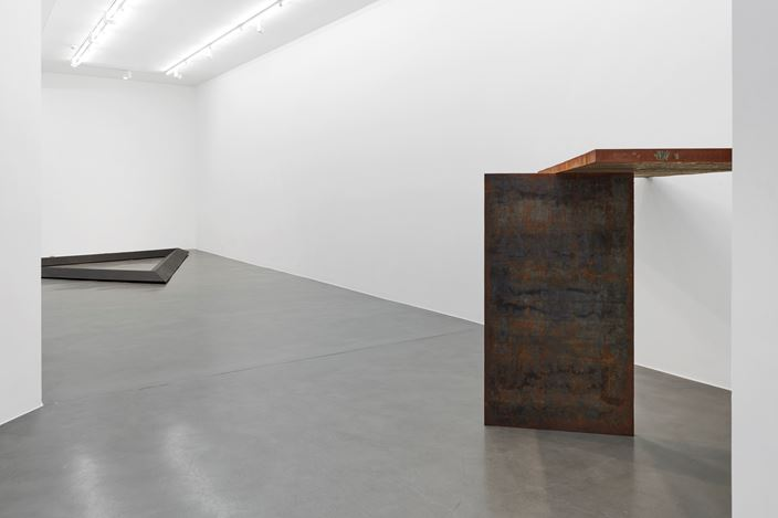 Exhibition view: Group Exhibition, Metal, Simon Lee Gallery, London (17 January–23 February 2019). Courtesy Simon Lee Gallery.