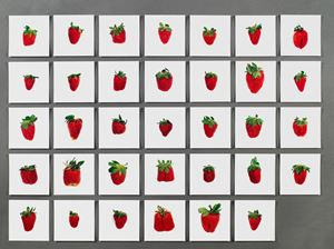 One pound of strawberries by Hans-Peter Feldmann contemporary artwork
