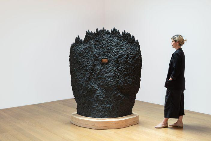 Exhibition view: Pia Camil,Nidos y Nudos,Blum & Poe, Los Angeles (17 July–14 August 2021). © Pia Camil. Courtesy the artist, Blum & Poe, Los Angeles/New York/Tokyo. Photo: Jenalee Harmon.