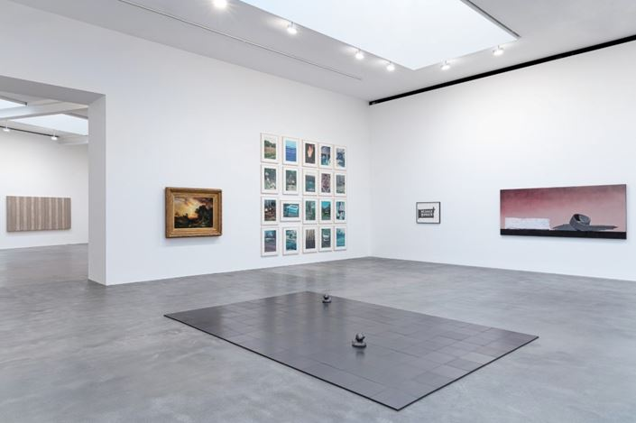 Exhibition view: Group Exhibition, American Pastoral, Gagosian, Britannia Street, London (23 January–14 March 2020). Artwork, left to right: © Theaster Gates, © Adam McEwen, © Richard Prince, © Banks Violette, © Ed Rischa. Courtesy Gagosian. Photo: Lucy Dawkins.