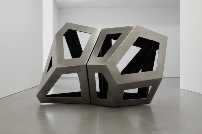 Richard Deacon,Fourfold Way CD Modell(2021). Stainless steel 160 x 145 x 240 cm. Courtesy Galerie Thomas Schulte.