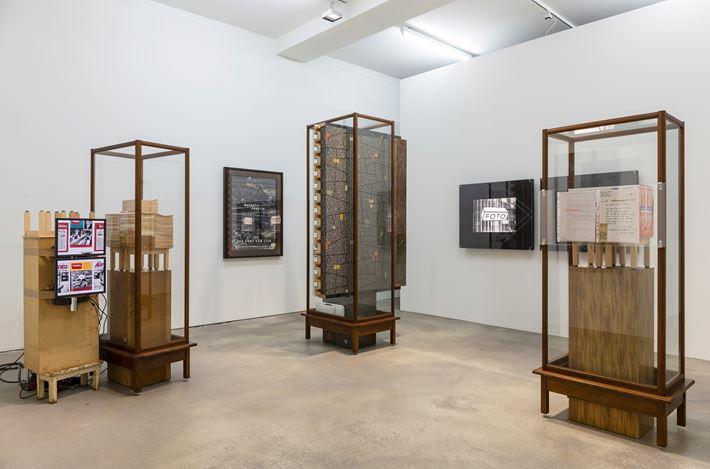 Exhibition view: Reinhard Mucha, MuchaUnnötig– DasEndevomLied, Sprüth Magers, Berlin (27 April–10 August 2019). © muchaArchive / VG Bild-Kunst, Bonn. Courtesy the artist and Sprüth Magers. Photo: Jochen Arentzen.