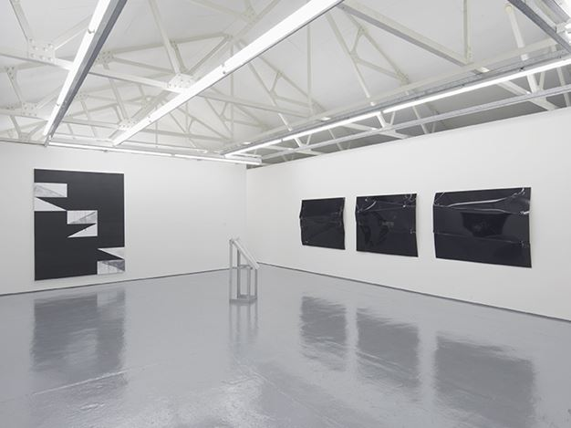 Exhibition view: Gardar Eide Einarsson and Oscar Tuazon, Maureen Paley, London (11 March – 23 April 207). Courtesy Maureen Paley and the artists.
