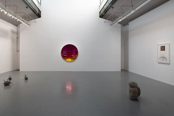 Exhibition view:  Anish Kapoor, Toshikatsu Endo, Daisuke Ohba and Vajiko Chachkhiani, Group Exhibition (26 March–27 April 2019),  SCAI THE BATHHOUSE, Tokyo. Courtesy the artists and SCAI THE BATHHOUSE. Photo: Nobutada Omote.