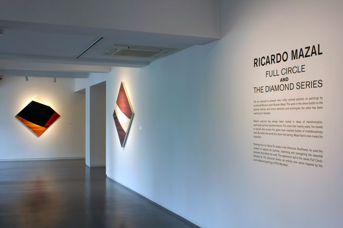 Exhibition view: Ricardo Mazal,Full Circle and the Diamond Series, Sundaram Tagore Gallery, Singapore (9 April–12 June 2021). Courtesy Sundaram Tagore Gallery.