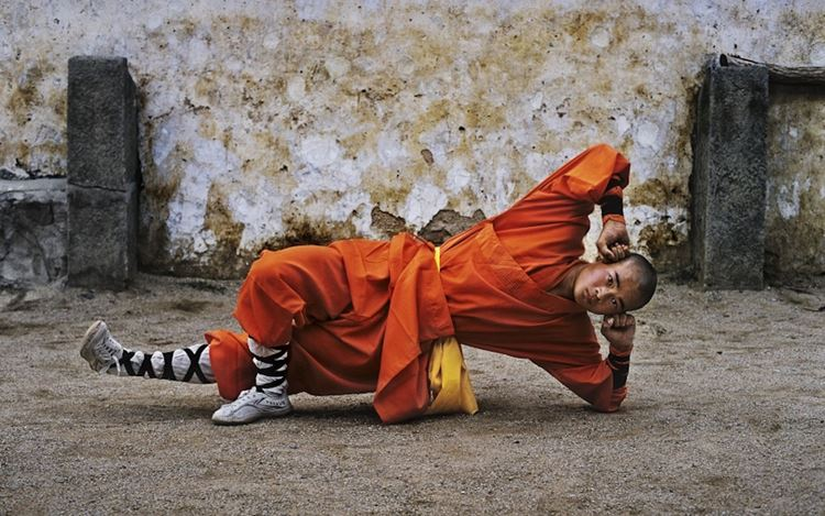 Steve McCurry, Young monk practicing Shaolin, one of the oldest styles of Kung Fu, Shaolin Monastery, HenanProvince, China(2004) (detail). 50.8 x 61 cm. Courtesy Sundaram Tagore Gallery.
