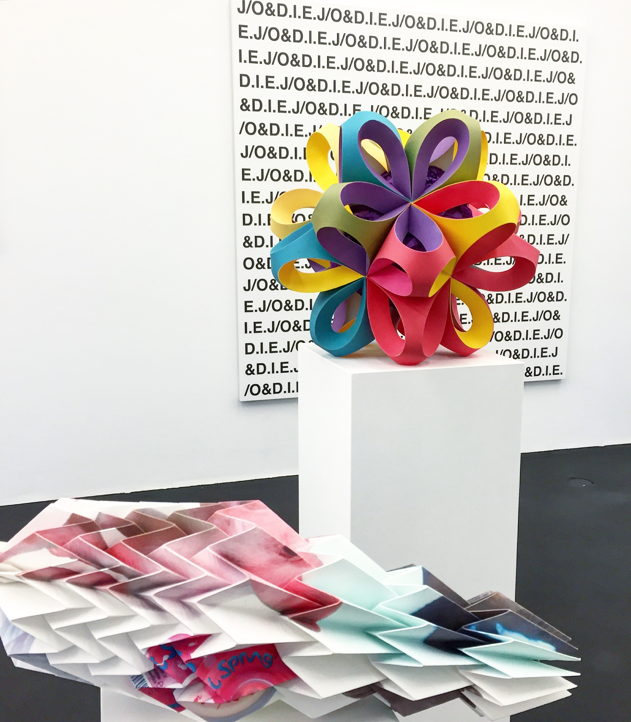 Exhibition view of Tobias Rehberger's exhibition presently at galerie neugerriemschneider. Courtesy Diana d'Arenberg.