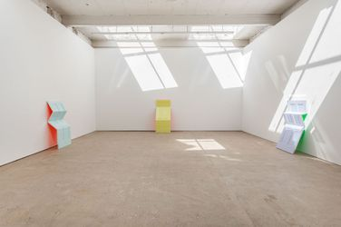 Jim Lambie, Art Basel: Portals (16–19 June 2021). Courtesy the Artist and The Modern Institute/Toby Webster Ltd, Glasgow. Photo: Patrick Jameson.