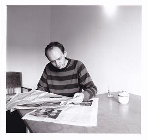 Zeitungsleser by Hans-Peter Feldmann contemporary artwork